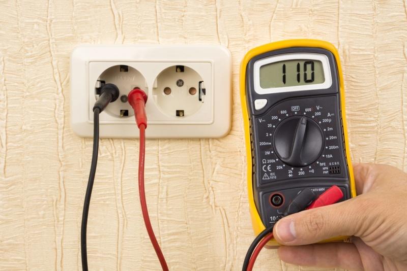 Les critères à considérer avant d'acheter un voltmètre